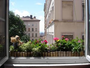 Chambres Les Soyeuses, Bed & Breakfasts  Lyon - big - 1