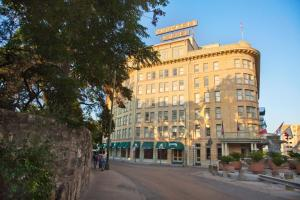 Photo of The Crockett Hotel