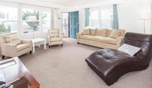 Two-Bedroom Apartment - 846 1/2 Island Court