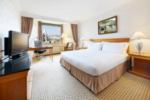 KING GUEST ROOM WITH DANUBE AND CITY VIEW