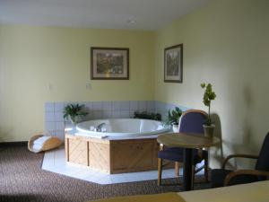 Deluxe Queen Suite with Two Queen Beds and Spa Bath