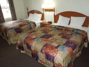 Queen Room with Two Queen Beds Non Smoking