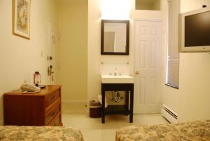 Standard Twin Room with Shared Bathroom