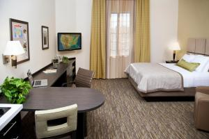 Deluxe King Suite with Bath Tub - Disability Access/Non-Smoking