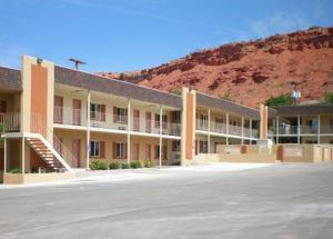 Photo of Economy Inn & Suites