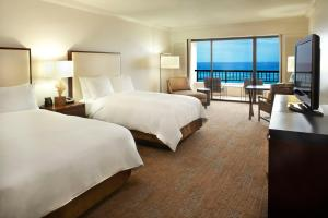 Alii Tower Double Room with Two Double Beds and Partial Ocean View