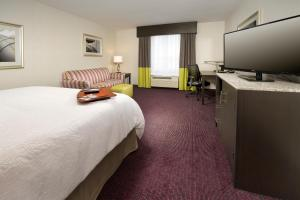 King Room with Roll-In Shower - Disability Access/Non-Smoking.