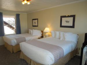 Queen Room with Two Queen Beds - Waterfront