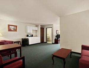 Days Inn And Suites Romeoville - Romeoville, IL 60446 - Photo Album