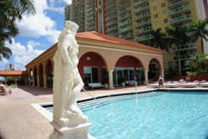 Luxury Apartments At Intracoastal