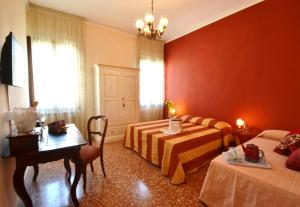 Cannaregio Three-Bedroom Apartment - Separate Building