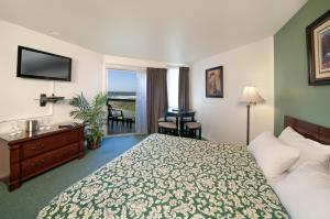 Deluxe King Room with 2 King Beds and Pier View - Upstairs