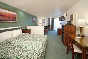 Deluxe King Room with Partial View
