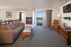 Deluxe King Room with Fireplace and Pier View
