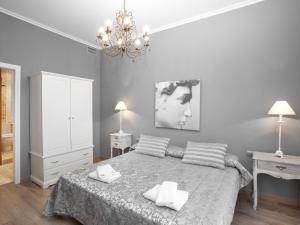 Four-Bedroom Apartment (7-9 Adults) Rambla Catalunya, 101-103