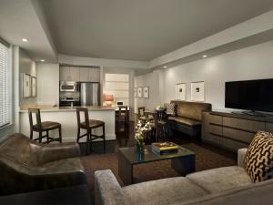 Two- Bedroom Platinum Suite