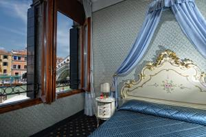 Double Room with Grand Canal View - no smoking