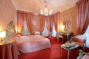 Junior Suite with Grand Canal View - no smoking