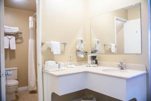 Cathedral City Travelodge - Cathedral City, CA 92234