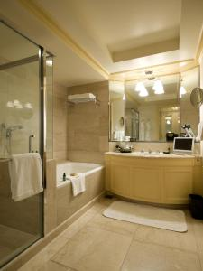 Superior Twin Room with City View and Spa Access