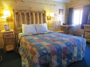 Chalet with One Queen Bed