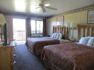 Deluxe Queen Room with Two Queen Beds - Bridge View with Balcony