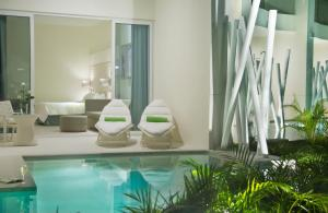 Junior Suite with Shared Pool