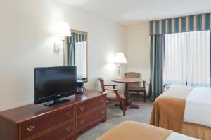 Queen Room with 2 Queen Beds - Disability Access - Non-Smoking