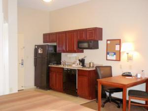 Candlewood Suites South Bend Airport