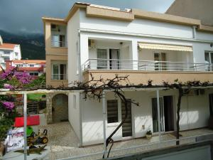 Apartments and Rooms Villa Gaga 2, Bed & Breakfasts  Budva - big - 2