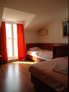 Apartments and Rooms Villa Gaga 2, Bed & Breakfasts  Budva - big - 5