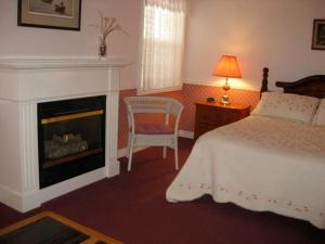 Superior Queen Room with Fireplace