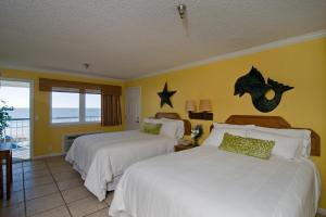 Standard Queen Room with Two Queen Beds with Ocean View