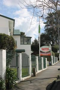 Greenlane Manor Motel