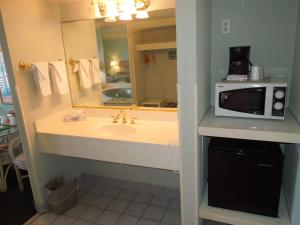 Deluxe Queen Room with Spa Bath
