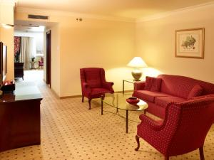 King Family Suite with Executive Lounge Access