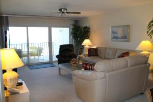 Two-Bedroom Apartment - Beach Front (6 Adults)