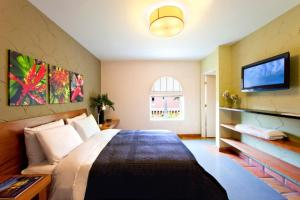 Espanola Way Suites