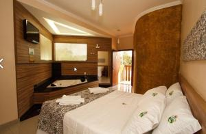Master Suite with Spa Bath (2 adults)