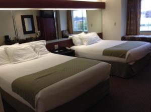 Deluxe Queen Room with Two Queen Beds - Non-Smoking