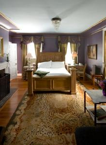 Queen Room with Private Bath
