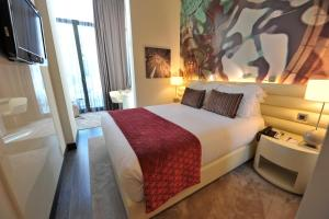 Superior Double Room with Sofa Bed and Pool View