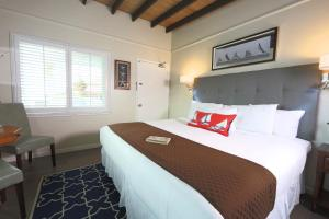 King Room with Partial Ocean View and Kitchenette