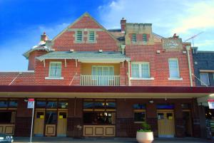 Captain Cook Hotel Botany