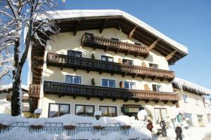 Hotel in Sankt Koloman, Austria - Gasthof Goldener Stern. Click for more information and booking accommodation