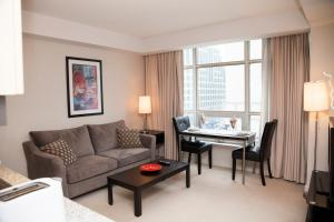 Red Maple Suites  Entertainment District