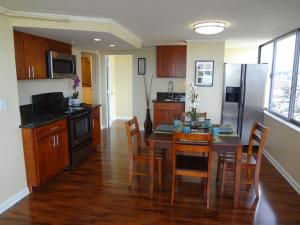 One Bedroom Vacation Rental At Hawaiian Monarch