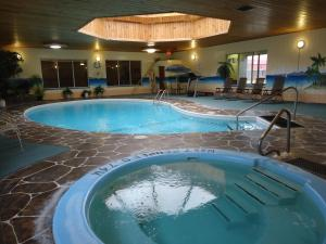 Photo of Canway Inn & Suites