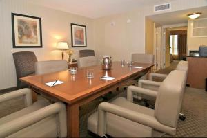 King Conference Suite - Non-Smoking
