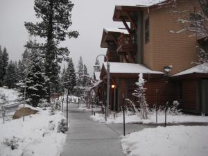 Photo of The Cabins By Mammoth Reservation Bureau